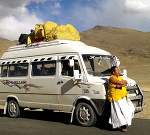 tempo traveller in manali